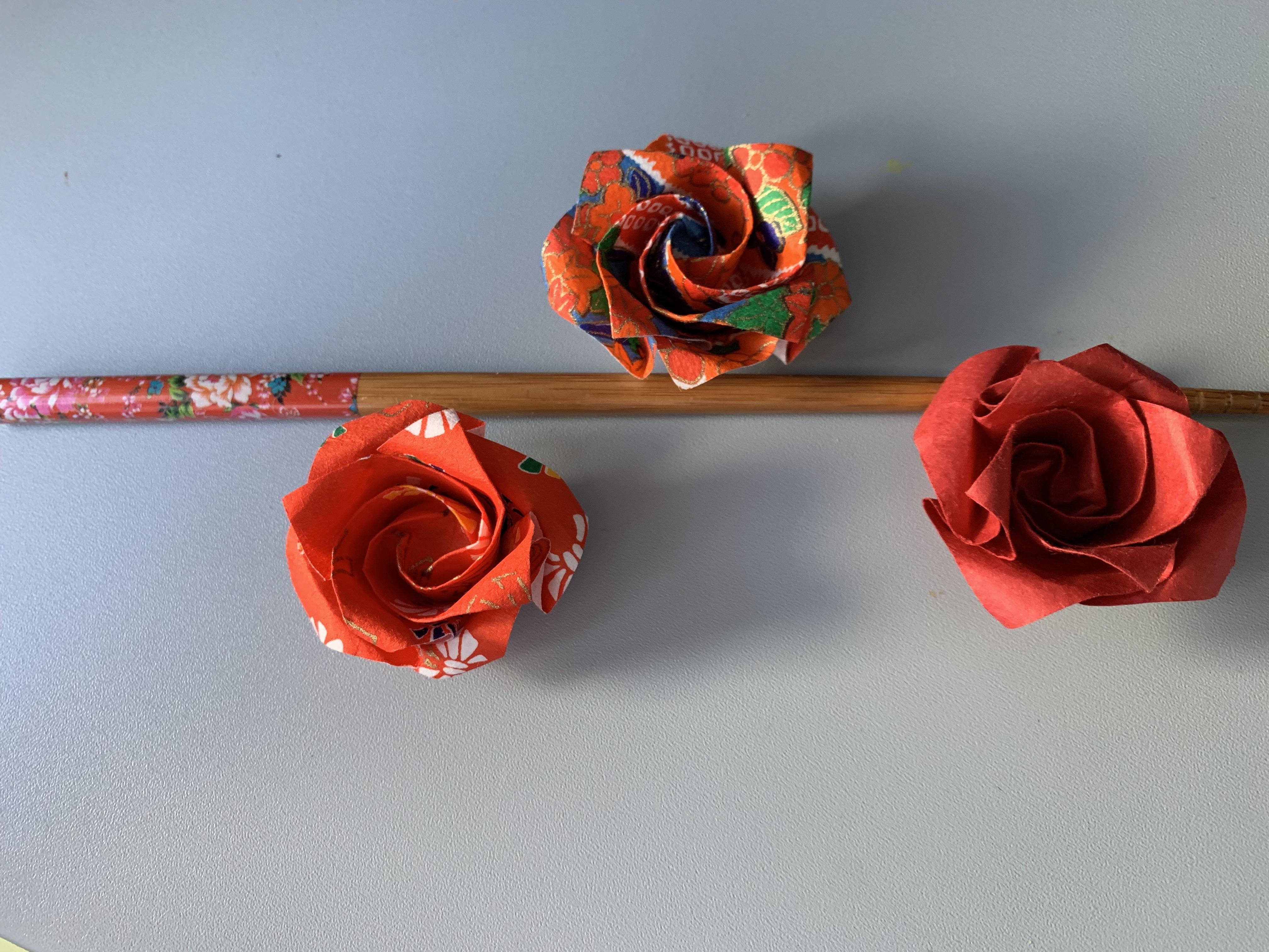 3 roses japonaises avec baguette
